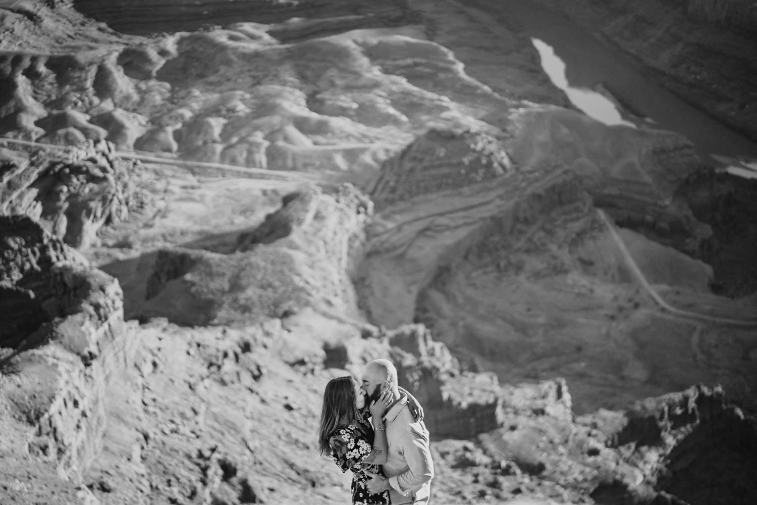 Dead Horse Point engagement black and white couple kissing photo
