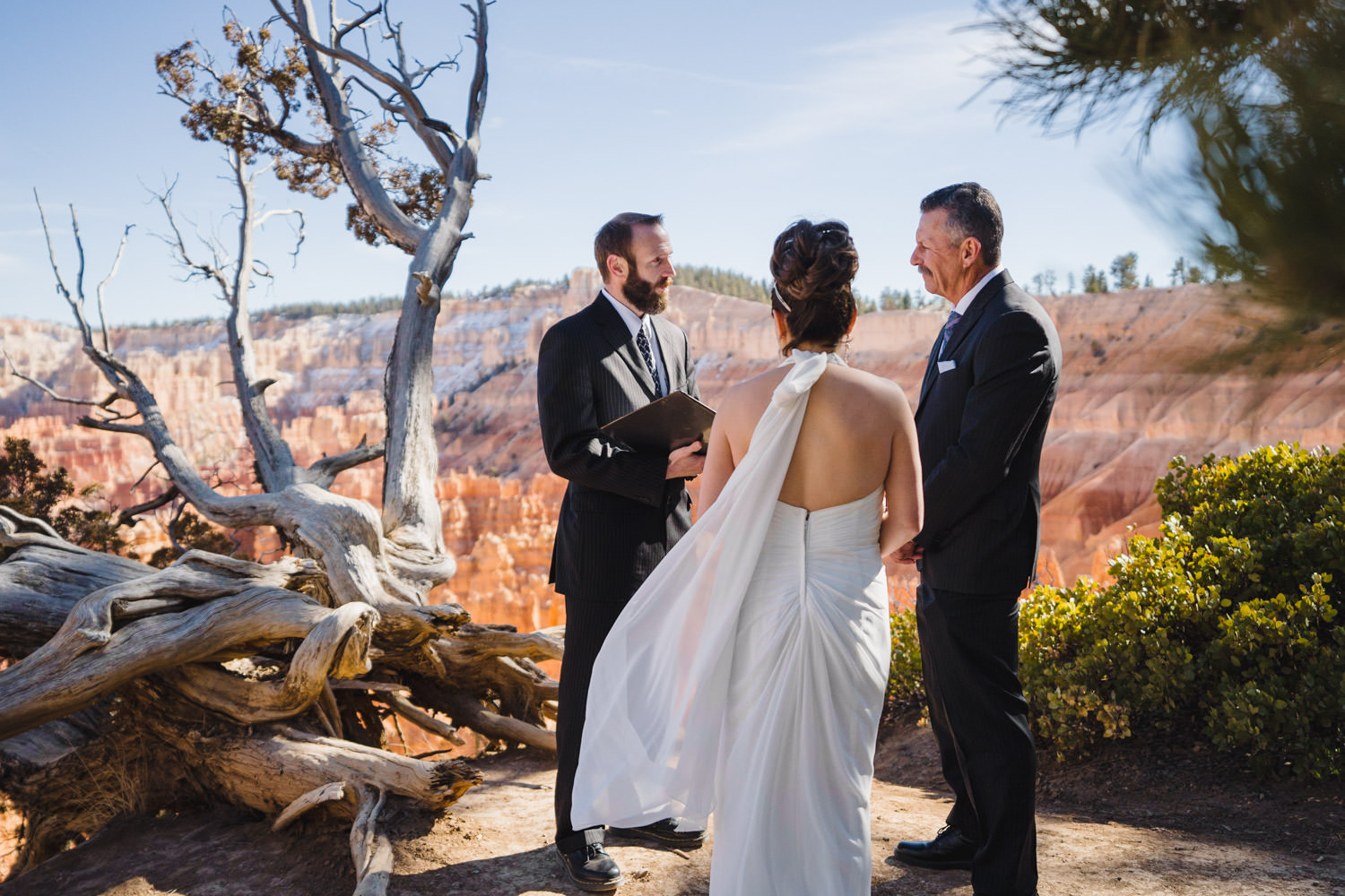 Bryce Canyon elopement Canyon Rim officiant with bride and groom photo