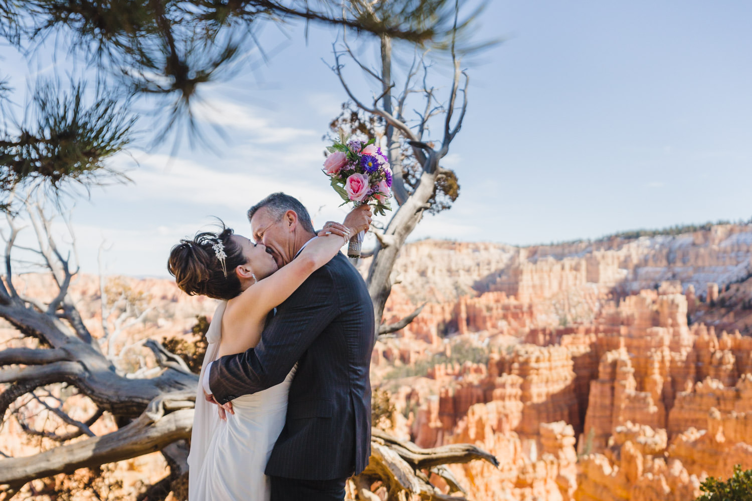Bryce Canyon elopement bride and groom kissing photo