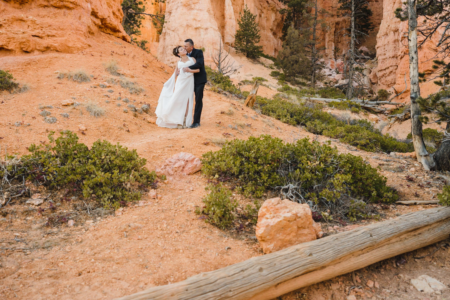 Bryce Canyon elopement bride and groom hugging photo