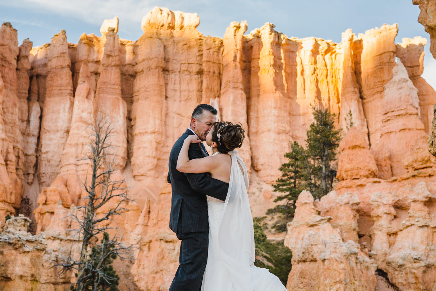 Bryce Canyon elopement bride and groom kissing with rock towers scenery photo
