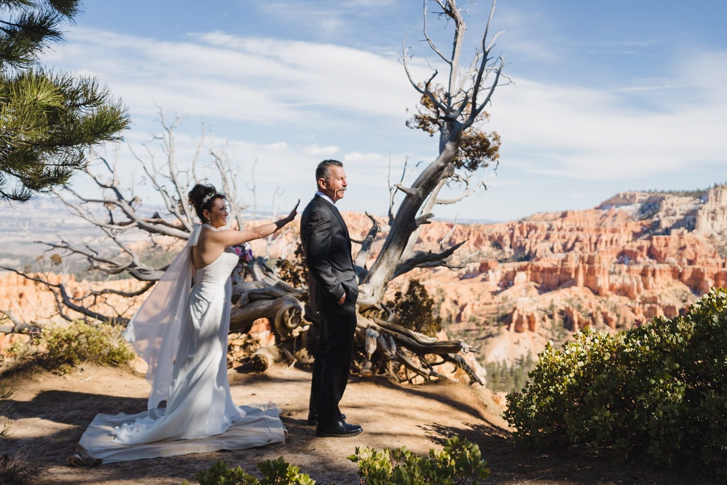 Bryce Canyon elopement first look photo
