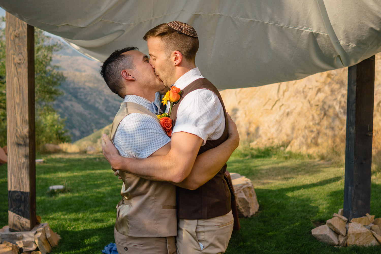 grooms embracing and kissing outside louland falls